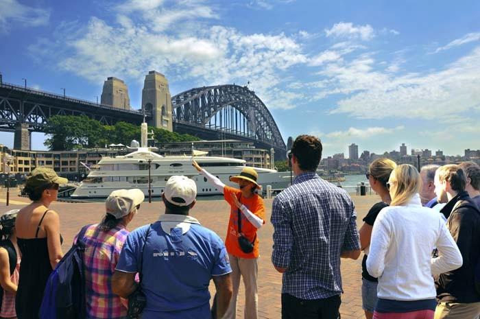 Điều kiện để trở thành hướng dẫn viên du lịch - Đào tạo cấp chứng chỉ và thẻ hướng dẫn viên du lịch